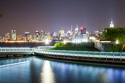 Skyline of Manhattan at night - p913m1113029 by LPF