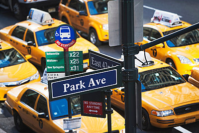 Yellow taxis during rush hour 42nd Street, New York, USA - p924m805855f by Ditto