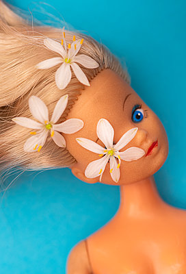 Doll with flowers - p971m2287951 by Reilika Landen