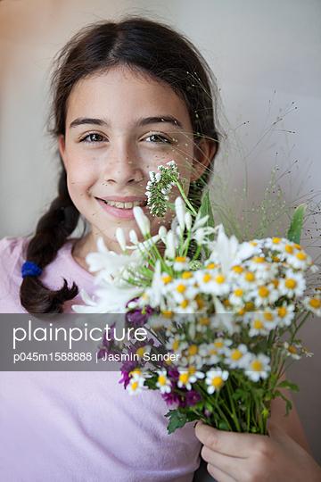 Blumige Überraschung - p045m1588888 von Jasmin Sander