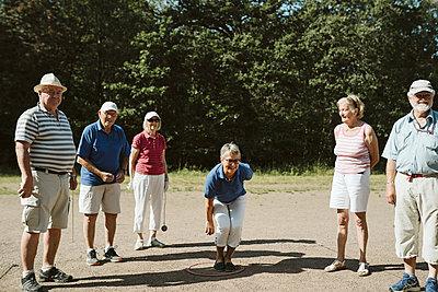 People playing petanque - p312m2146243 by Stina Gränfors