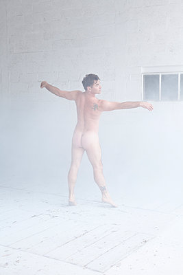 A dancer in the white mist - p1513m2043989 by ESTELLE FENECH