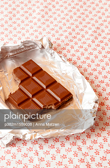 In the mood for chocolate - p382m1559038 by Anna Matzen