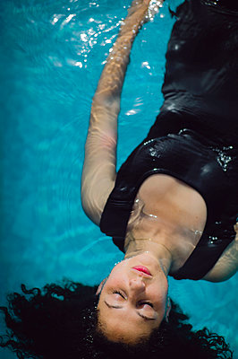 Dressed woman in wimming pool - p1150m2158347 by Elise Ortiou Campion