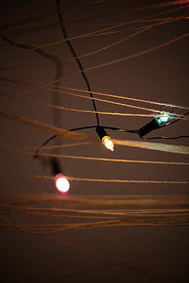 Verstrickte Lichterkette - p1212m1104463 von harry + lidy