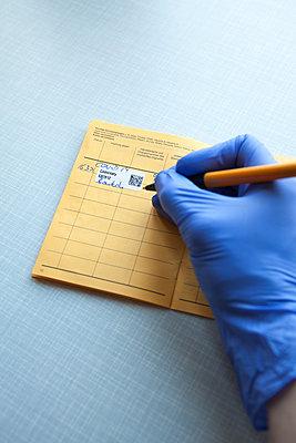 Impfpass Eintrag - p454m2263458 von Lubitz + Dorner
