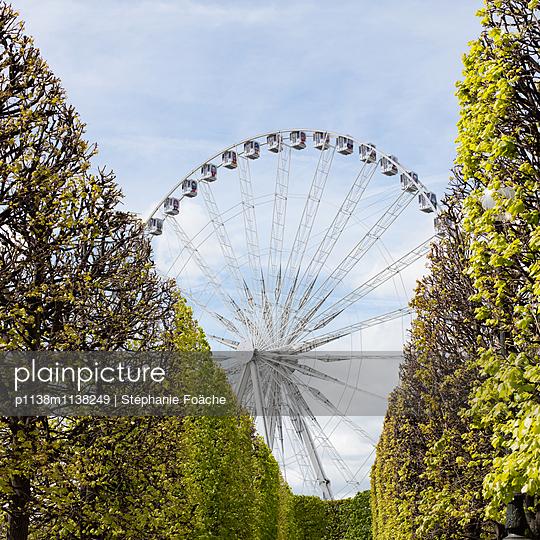 The big wheel - p1138m1138249 by Stéphanie Foäche