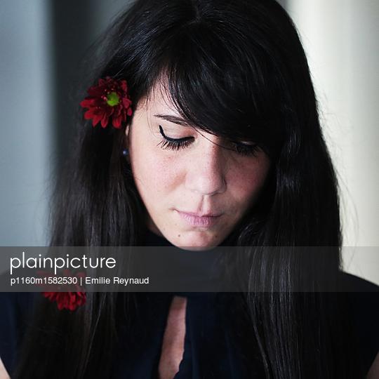 Traurige Frau - p1160m1582530 von Emilie Reynaud