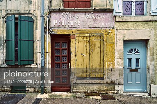 France, Row of houses - p1312m2229775 by Axel Killian