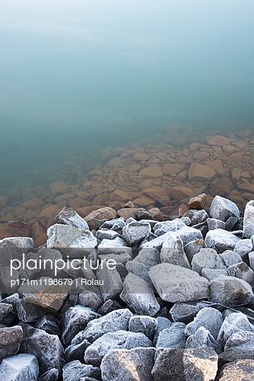 Raureif am Seeufer - p171m1198679 von Rolau