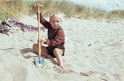 Buddeln im Sand - p1080231 von Thomas Kummerow