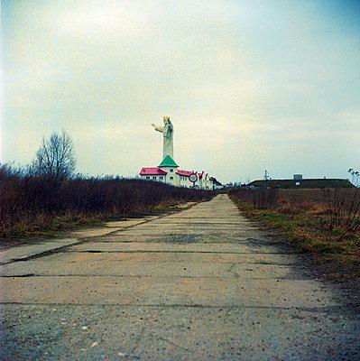 Jesus in town - p858m1119246 von Lucja Romanowska