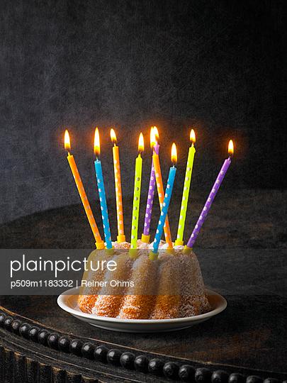 Geburtstagskuchen - p509m1183332 von Reiner Ohms