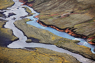 Aerial view of meandering river, Landmannalaugar, Iceland - p1026m992042f by Romulic-Stojcic