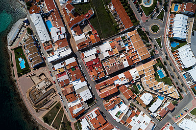 Aerial view of beautiful townscape on a sunny day - p1315m1565978 by Wavebreak