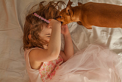 Six year old girl with her one year old dog. - p397m1120386 by Peter Glass