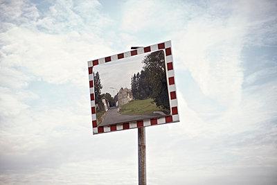 Verkehrsspiegel - p586m1004337 von Kniel Synnatzschke