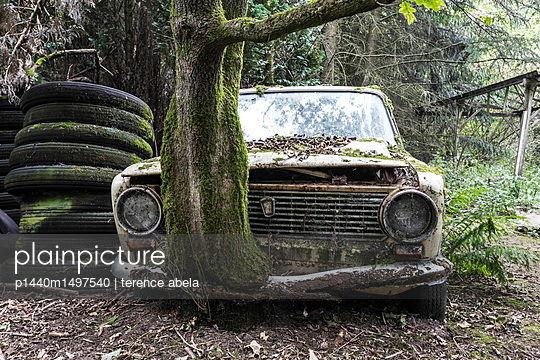 Abandoned Car  - p1440m1497540 by terence abela