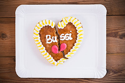 Gingerbread heart - p1149m2116795 by Yvonne Röder