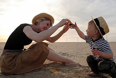 Mother and son are playing on beach - p1363m2134882 by Valery Skurydin