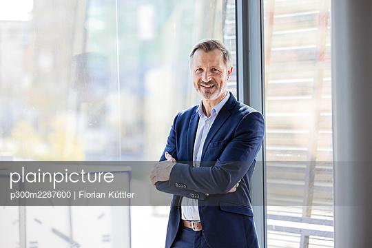 Germany, Rostock, Office, Team, Coworking - p300m2287600 von Florian Küttler