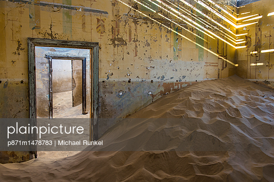 Sand in an old colonial house, old diamond ghost town, Kolmanskop (Coleman\'s Hill), near Luderitz, Namibia, Africa
