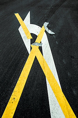 Do not turn left - p1017m1005326 by Roberto Manzotti