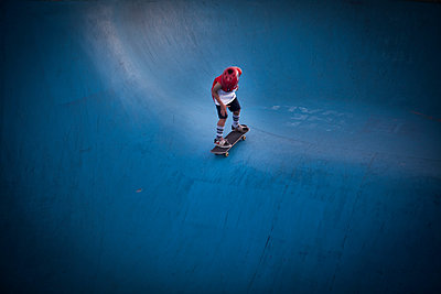 Blue skate park in Sydney  - p1513m2039097 by ESTELLE FENECH