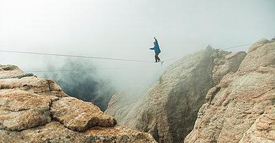 Man walks highline in canyon. - p343m1184712 by Scott Hardesty