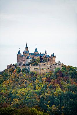 Burg Hohenzollern, Hechingen, Zollernalbkreis, Swabian Alps, Baden-Wuerttemberg, Germany - p1316m1422599 by Daniel Schoenen