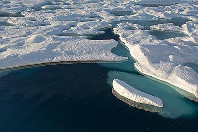 Im Eis, Nordwestgrönland - p1486m1564270 von LUXart