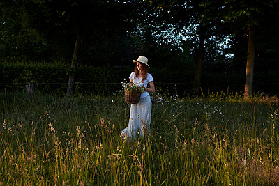 Landleben im Sommer - p1348m1586562 von HANDKE + NEU