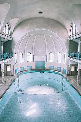 Abandoned - p1507m2020567 by Emma Grann