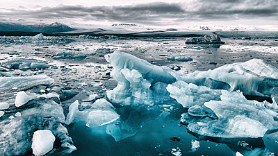 Icelandic icebergs from above - p180m2038597 by Martin Llado