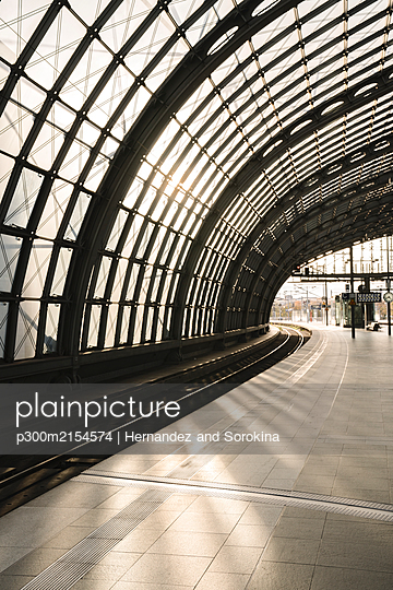 Empty platform at central station, Berlin, Germany - p300m2154574 by Hernandez and Sorokina