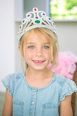 Mädchen mit Krone - p1156m1591861 von miep