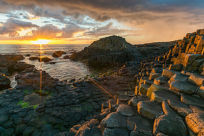 Giants Causeway at sunset, UNESCO World Heritage Site, County Antrim, Ulster, Northern Ireland, United Kingdom, Europe - p871m1480659 by francesco vaninetti
