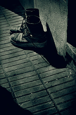 Military boots, Egypt - p1028m2214785 by Jean Marmeisse