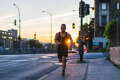 Urban workout - p1362m1227731 by Charles Knox