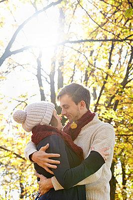 Paar im Herbst - p1272m1093023 von Steffen Scheyhing