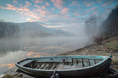 Wood boat on the shore of River Mera at sunrise, Sorico, Como province, Lower Valtellina, Lombardy, Italy, Europe - p871m1533909 by Roberto Moiola