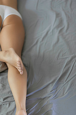 Woman in bed - p1076m948495 by TOBSN