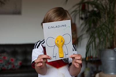 Einladung zum Kinderbeburtstag - p1308m2057133 von felice douglas