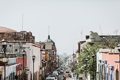 colorful city street skyline in center of oaxaca city mexico - p1166m2095677 by Cavan Images