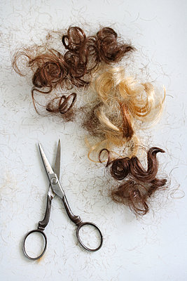 Cutting hair - p450m1589854 by Hanka Steidle