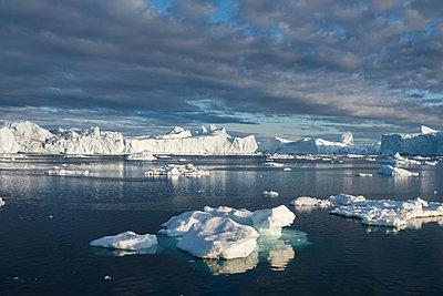 Eisberge und Eisschollen - p741m2108971 von Christof Mattes