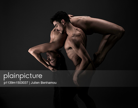 Male dancer carries naked woman  - p1139m1503037 by Julien Benhamou