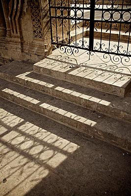 Eisentor in der Altstadt von Mardin, Mesopotamien, Türkei - p586m971387 von Kniel Synnatzschke