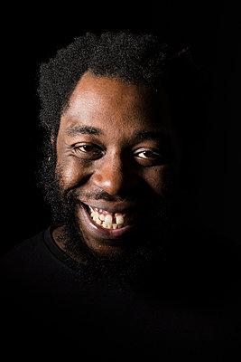 Portrait of a smiling métis man - p590m1511382 by Philippe  Dureuil