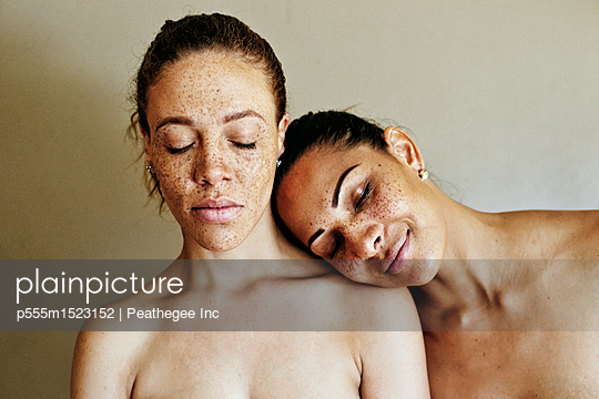 Close up of affectionate mixed race women - p555m1523152 by Peathegee Inc